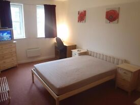 2 LARGE NICELY FURNISHED & DECORATED DOUBLE ROOMS TO LET WITHIN A COMFORTABLE TWO BEDROOM APARTMENT