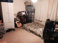Large room with shared en suite, incredible location, great people, great landlord, bills inclusive!
