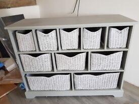 Versatile shelf unit with baskets