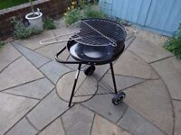 Small clean BBQ, used only once, Ready assembled, ready to use