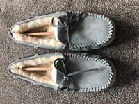Brand New UGG Dakota Metallic Grey Suede Ladies Slippers, Size 5