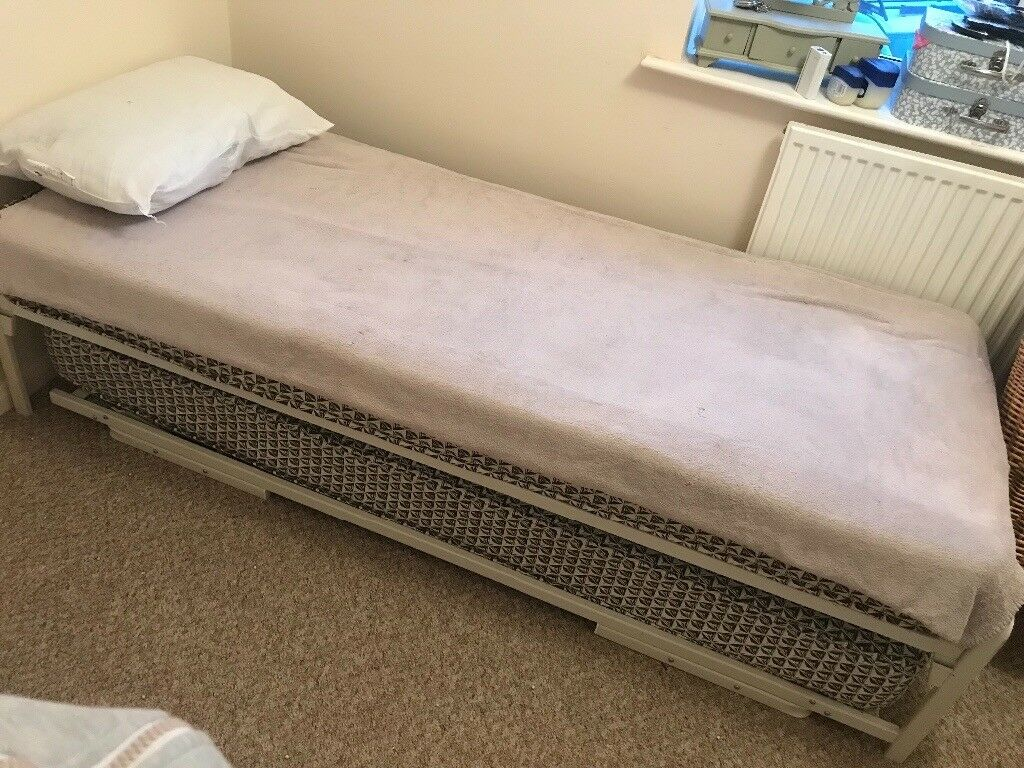 release date a50d8 025ee 2 x single pull out/ put up beds | in Weymouth, Dorset | Gumtree
