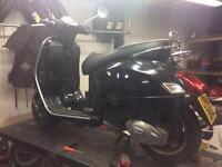 Vespa GT 125 moped