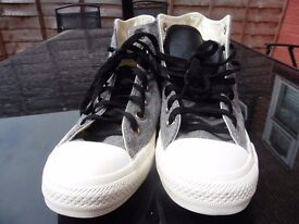Womens High Top All Star Converse Size 6
