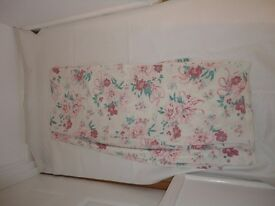 Double duvet cover with 2 pillow covers cream background pink flowers very pretty £3 Good condition
