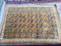 Charming Traditional Oriental Floral Hand Knotted Wool Rug