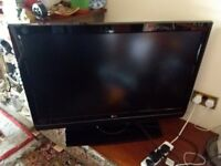 LG LCD 42'' TV + DVD/VIDEO SYSTEM IN VERY GOOD CONDITION