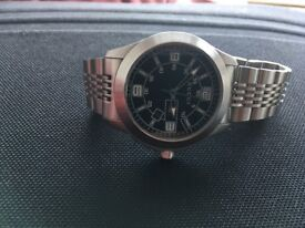 Gucci 126 G-timeless Mens Stainless Steel Black dial