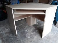 Corner desk unit / workstation . Excellent condition. Maple veneer.