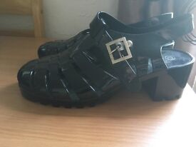 Black jelly shoes with small heel size 7-8
