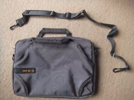 ( New ) Tech Air Netbook / Labtop / Tablet Bag