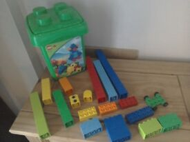 Train Table Set Universe of Imagination + trains, carriages ...