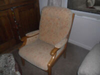 ARMCHAIR / OCCASIONAL CHAIR IN CREAM/YELLOW FABRIC