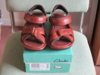 Clerks Brown / mahogany sandals size 9
