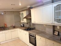 Very beautiful 2 bedroom flat to rent on great west road, TW5 0BS
