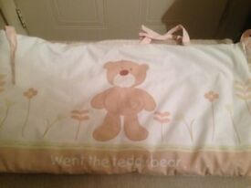 Cot Bumper - Bear design - neutral colours