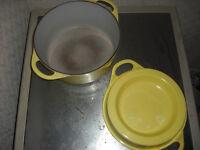 Le Creuset Round Doufeu dutch Oven 24cm Cast Iron Enameled Casserole Pot yellow