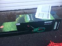 Qualcast 600w 61cm 20mm Pivot Electric Hedge Trimmer