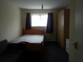 1 bedroom flat close to the station and shops