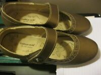 LADIES NEW CUSHION- WALK BRONZE SHOES SIZE 42