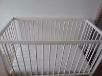 baby bed+ mattress + folder