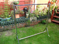 CHROME DRESS RAIL 4ft X 4ft PORTABLE IDEAL FOR MARKET, CAR BOOT OR HOME