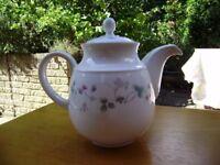 Tea pot Straweberry Fair, by Royal Doulton
