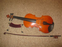 1/4 size childs VIOLIN with bow, rest and carry case. Excellent condition