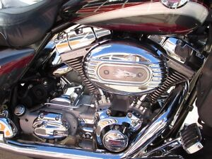 2006 harley-davidson FLHTCUSE4 CVO Ultra Classic Electra Glide   London Ontario image 11