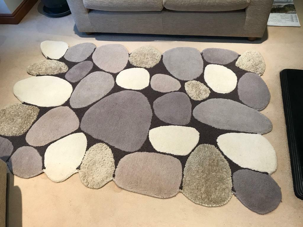 Woollen stone effect rug
