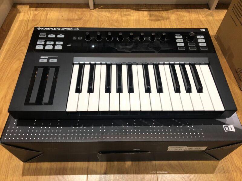 Native instruments Komplete Kontrol S25 Keyboard - Good Condition!!!