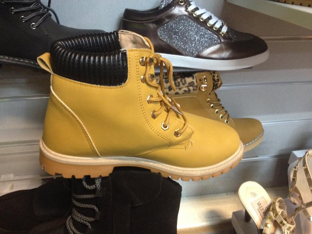Womens TIMBERLANDin Heywood, ManchesterGumtree - Womens TIMBERLAND Available in stock all size nice and good quality for womens shoes