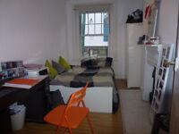 Fantatsic 2 bedroom flat located in the vibrant Brick Lane area, E1 ***Zone 1***