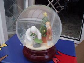 Coalport Snowman Figures - The Snowman Collection - Glitter Globe Christmas Friends
