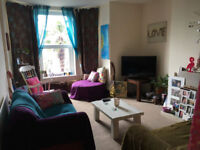 Spacious un-furnished 2 bedroom flat. Double glazing / gas central heating. 2 parking spaces.