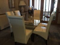 Glass dining room table with 6 dining chairs. Excellent condition