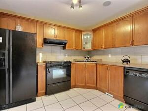 $389,900 - Raised Bungalow for sale in Windsor Windsor Region Ontario image 3