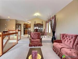 $389,900 - Raised Bungalow for sale in Windsor Windsor Region Ontario image 6