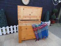 SOLID PINE BLANKET BOX VERY SOLID AND IN EXCELLENT CONDITION 80/42/52 cm £25