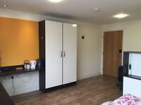A large premium room near the university of strathclyde ur own shower room and share kitchen.