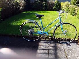 Ladies Vintage Estelle Town Bike . 21 inch steel frame. 5 speed.