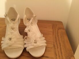 Bridal Sandal - ivory size 4 - as new