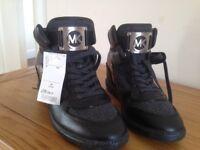 Michael kors woman's boots size 8