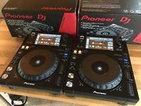 2x Pioneer XDJ 1000 DJ Decks