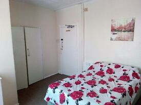 Attractive studio flat - available now - fully furnished.
