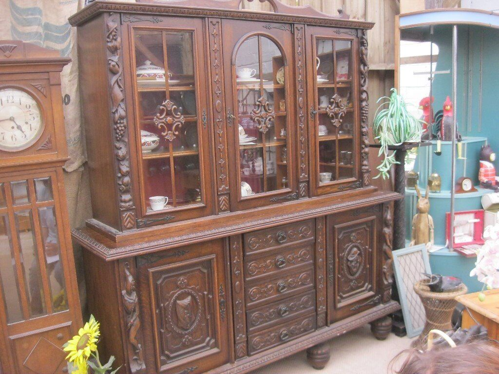 STUNNING VINTAGE BEAUTIFULLY CARVED 'TUDOR' STYLED SIDEBOARD DRESSER. VIEWING/DELIVERY AVAILABLE