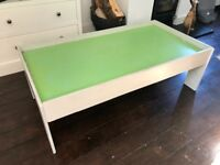 Free wooden train table