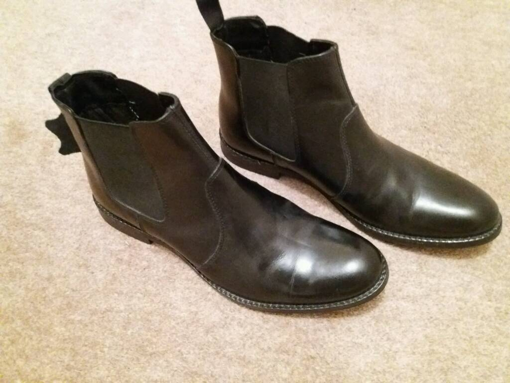 Mens leather boots. Size 9. REDUCED
