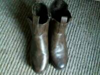 Ladies size 6 Heavenly feet size 6 brown leather boots