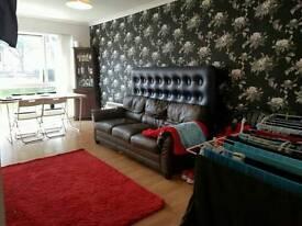 2 Bed flat £1250 Sutton ground floor.